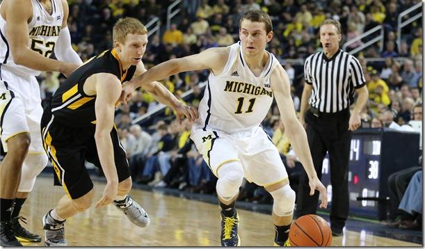 Michigan-95-Iowa-67-_13_thumb.jpg