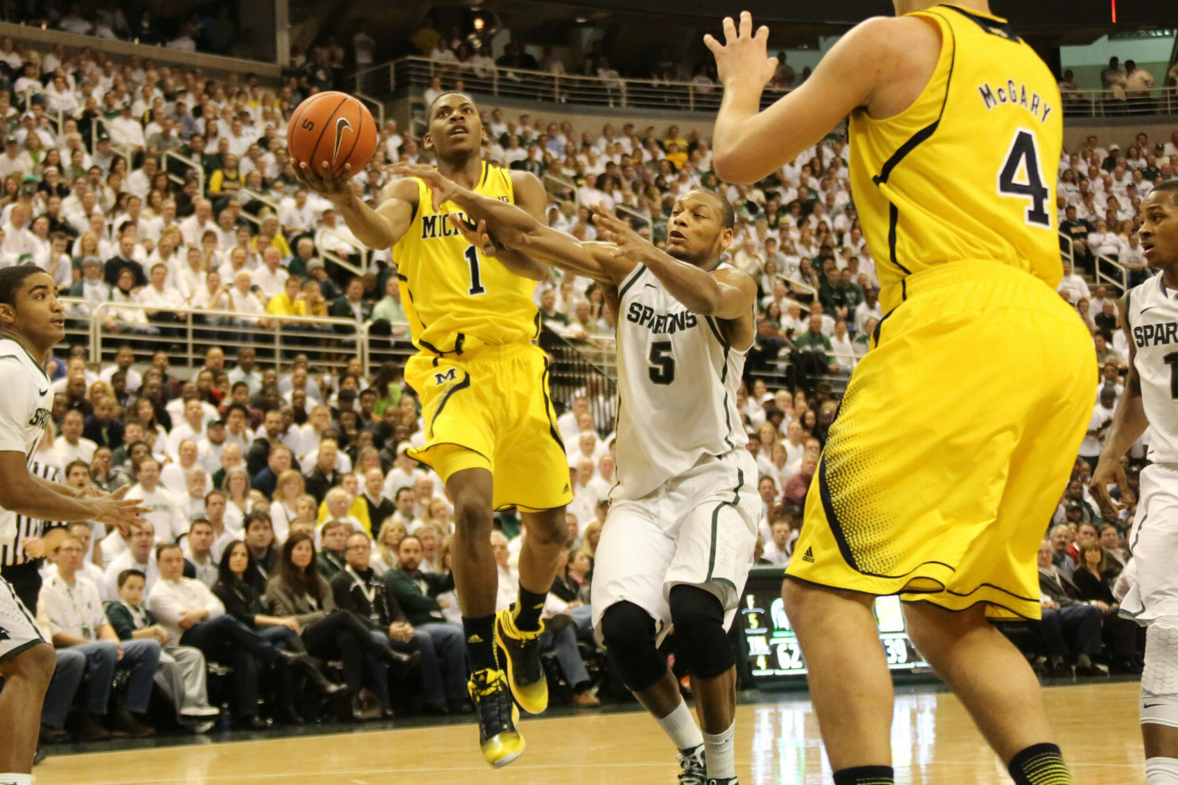 Michigan State 75, Michigan 52-28