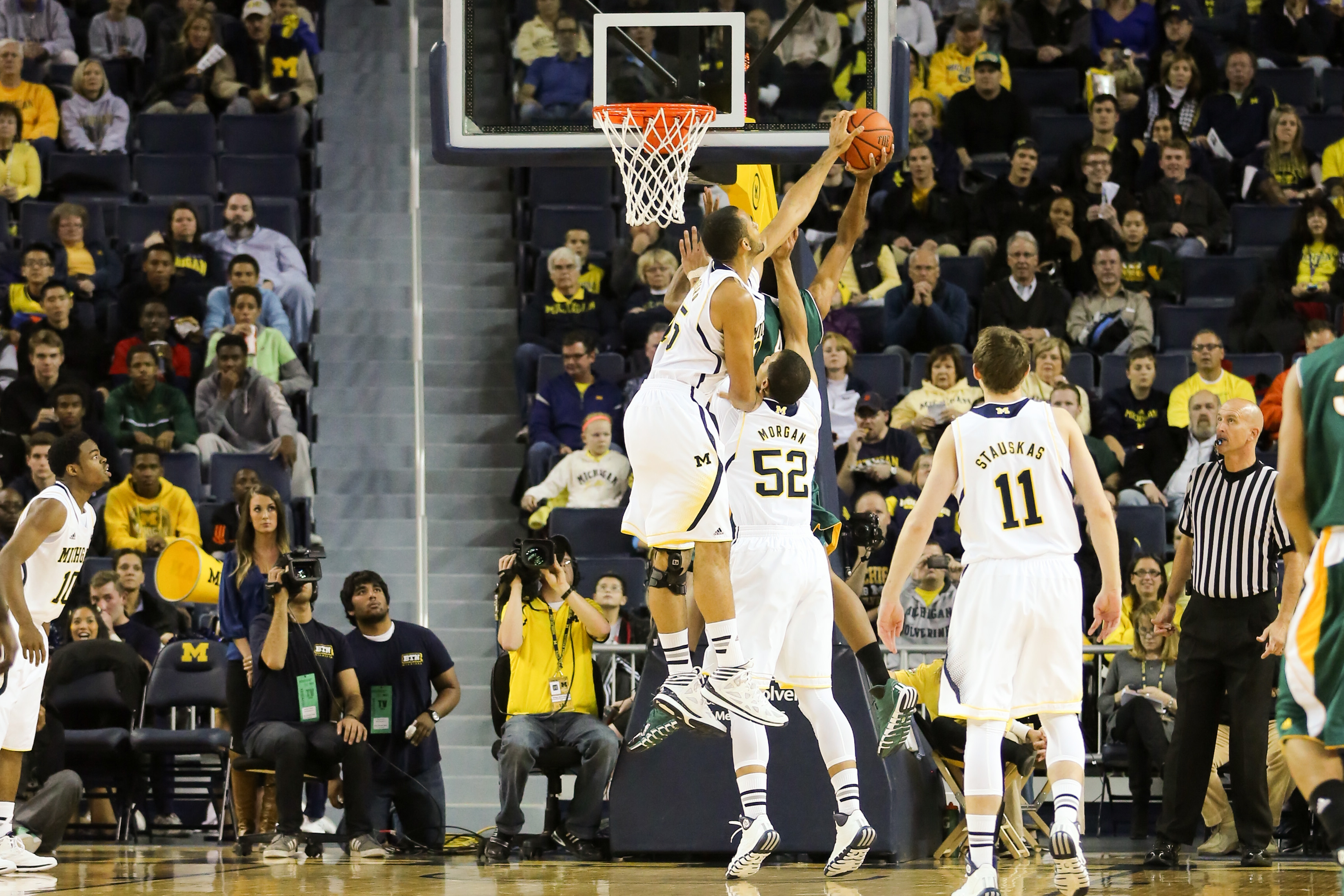 Michigan 79, Wayne State 60-1