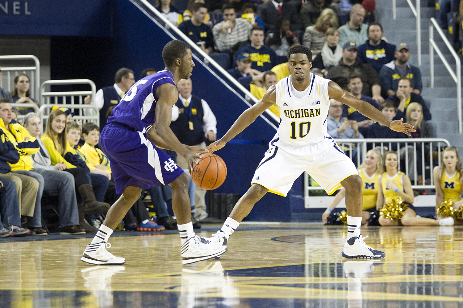 Mich vs Holy Cross_15