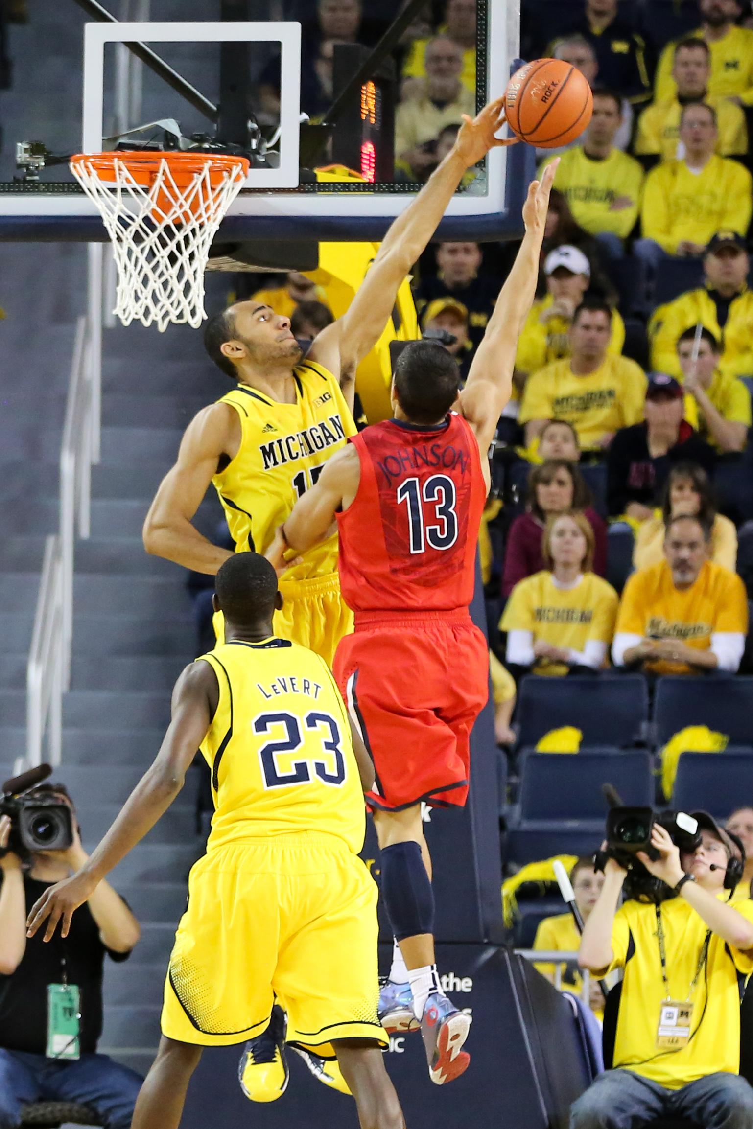 Michigan 70, Arizona 72-14