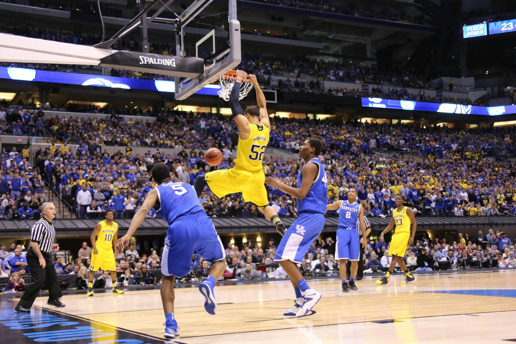 Kentucky 75, Michigan 72-36