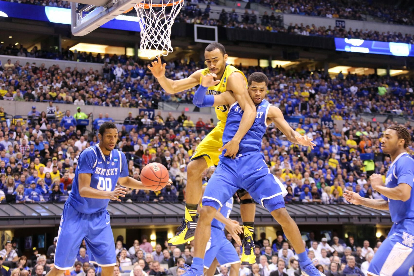 Kentucky 75, Michigan 72-31