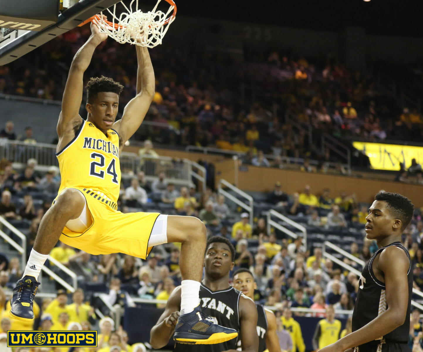 Michigan 96, Bryant 60-25