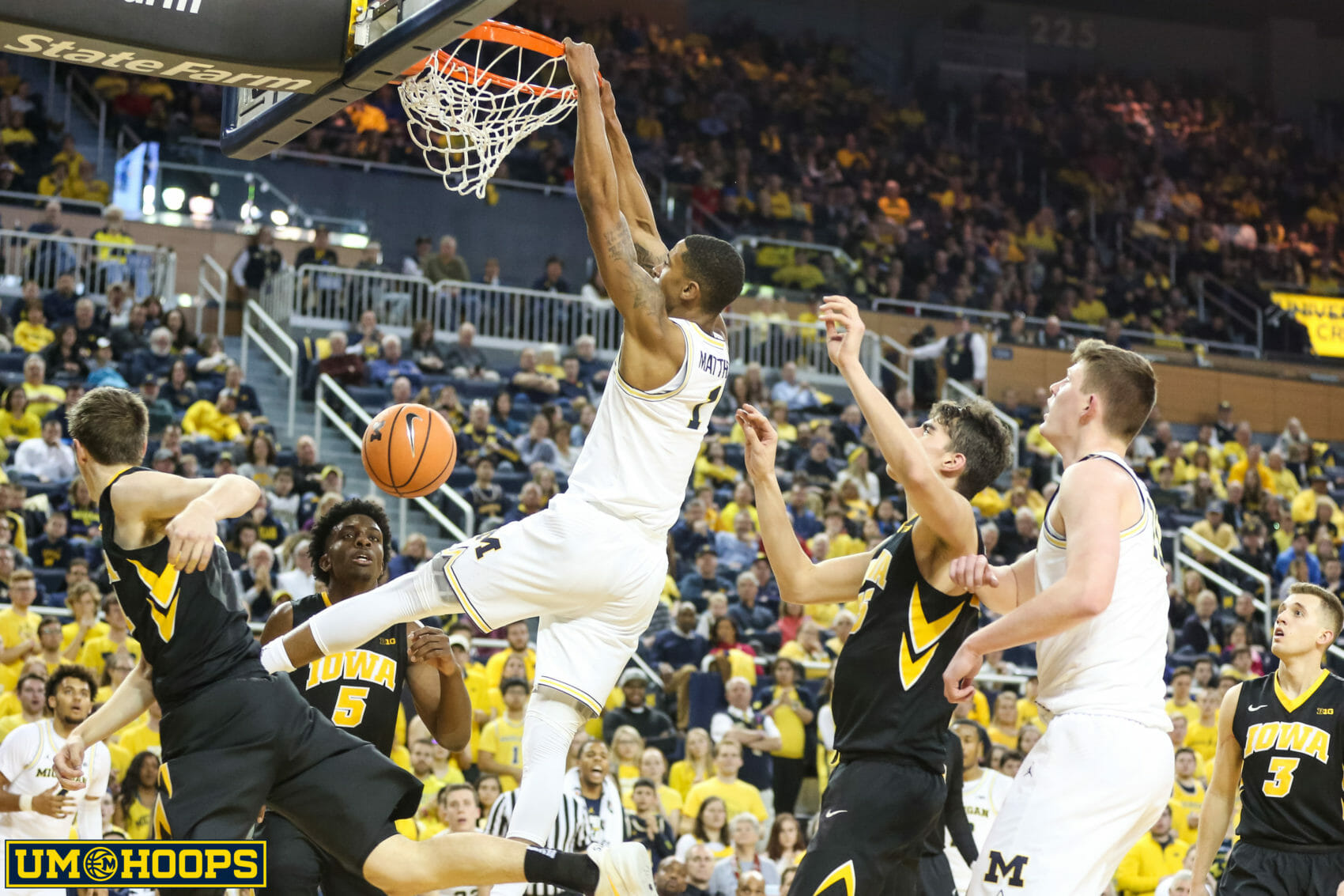 Michigan 74, Iowa 59-28